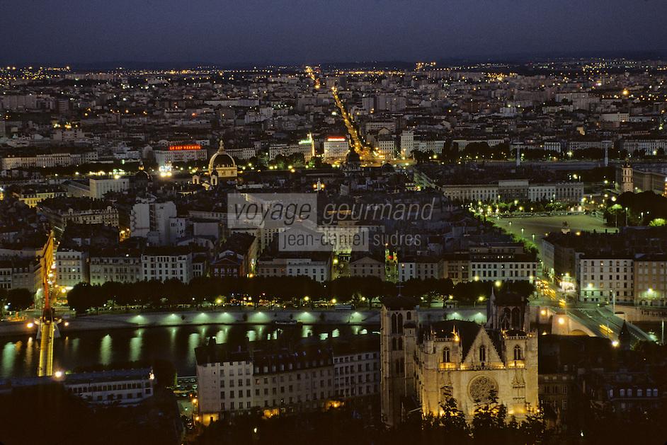 Europe/France/Rhône-Alpes/69/Rhône/Lyon: La ville vue depuis la basilique Notre-Dame-de-Frouvière (1896 Gothico-byzantine) - Vue nocturne