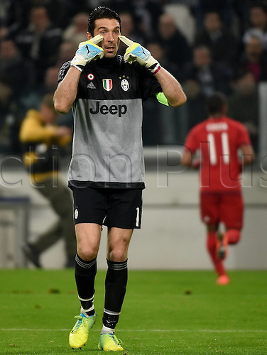 23.02.2016. Turin, Italy. UEFA Champions League football. Juventus versus Bayern Munich.  Gianluigi Buffon (Juventus) gives Instructions to his defense