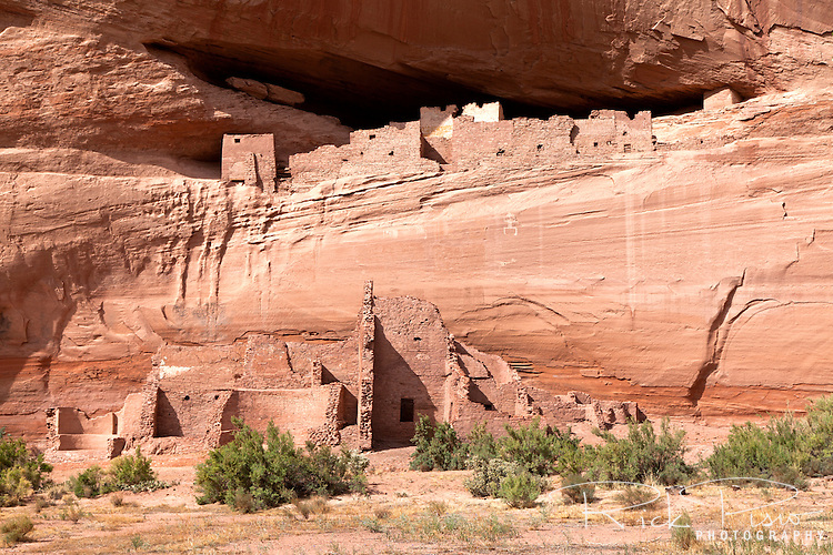 White House Ruins at Canyon De Chelly National Monument on the Navajo Reservation in Arizona. The White House, named after the white plastered wall in the upper part of the structure, was occuppied by the Ancient Pueblans between AD 1100 and 1300.