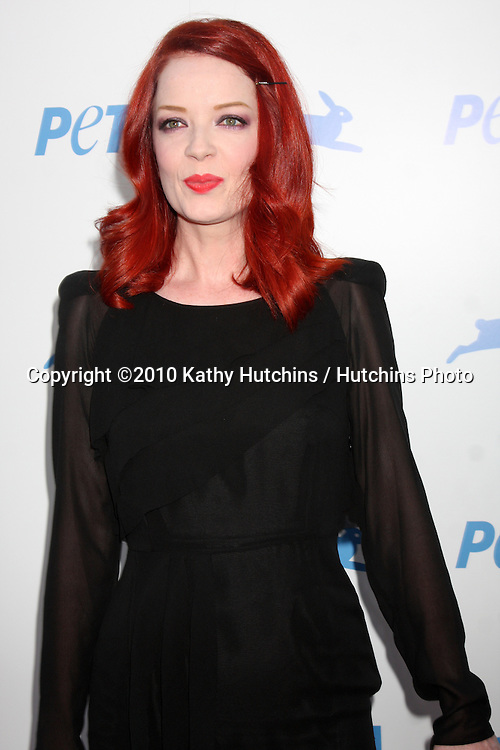LOS ANGELES - SEP 25:  Shirley Manson  arrives at the PETA 30th Anniversary Gala at Hollywood Palladium on September 25, 2010 in Los Angeles, CA