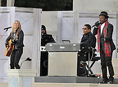 "Washington, DC - January 18, 2009 -- Cheryl Crow and will.i.am perform at the ""Today: We are One - The Obama Inaugural Celebration at the Lincoln Memorial"" in Washington, D.C. on Sunday, January 18, 2009..Credit: Ron Sachs / CNP.(RESTRICTION: NO New York or New Jersey Newspapers or newspapers within a 75 mile radius of New York City)"