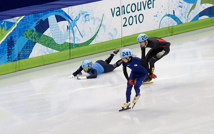 February 24 2010: Just seconds from qualifying , USA's Jordan Malone falls during the men's 500m. Pacific Coliseum, Vancouver 2010  Olympics