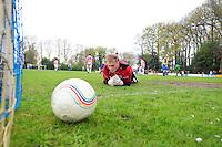 VOETBAL: BOIJL: Sportpark VV Boijl, 29-04-2012, Boijl - De Blesse, 3e klasse B, Keeper Tim van der Aa (#1 De Blesse) ziet de bal in z'n doel nadat Sieger Oost - loopt links weg - (#9 Boijl) gescoord heeft, Eindstand 2-1, ©foto Martin de Jong