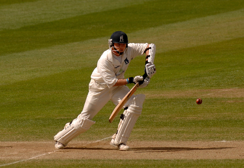 Photo. Glyn Thomas. .Warwickshire v Middlesex. 29/04/2005..Frizzell County Championship Division 1. Day 3..Warwickshire's Ian Bell.