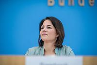 Fraktionsuebergreifend stellten am Montag den 6. Mai 2019 Bundestagsabgeordneten Annalena Baerbock, Bundesvorsitzende Buendnis 90 / Die Gruenen (im Bild); Katja Kipping, Parteivorsitzende der Linkspartei; Christine Aschenberg-Dugnus, gesundheitspolitische Sprecherin der FDP-Bundestagsfraktion; Hilde Mattheis, SPD und Karin Maag, gesundheitspolitische Sprecherin der CDU/CSU-Bundestagsfraktion einen alternativen Gesetzentwurf zur Organspende vor. Im Gegensatz zum Organspendegesetz von Gesundheitsminister Jens Spahn, setzten die Abgeordneten auf Freiwilligkeit zur Organspende und nicht auf die automatische Zustimmung, wenn kein Widerspruch vorliegt.<br /> 6.5.2019, Berlin<br /> Copyright: Christian-Ditsch.de<br /> [Inhaltsveraendernde Manipulation des Fotos nur nach ausdruecklicher Genehmigung des Fotografen. Vereinbarungen ueber Abtretung von Persoenlichkeitsrechten/Model Release der abgebildeten Person/Personen liegen nicht vor. NO MODEL RELEASE! Nur fuer Redaktionelle Zwecke. Don't publish without copyright Christian-Ditsch.de, Veroeffentlichung nur mit Fotografennennung, sowie gegen Honorar, MwSt. und Beleg. Konto: I N G - D i B a, IBAN DE58500105175400192269, BIC INGDDEFFXXX, Kontakt: post@christian-ditsch.de<br /> Bei der Bearbeitung der Dateiinformationen darf die Urheberkennzeichnung in den EXIF- und  IPTC-Daten nicht entfernt werden, diese sind in digitalen Medien nach §95c UrhG rechtlich geschuetzt. Der Urhebervermerk wird gemaess §13 UrhG verlangt.]