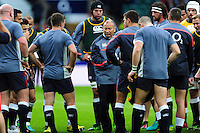 England Rugby Head Coach Eddie Jones speaks to his players during the pre-match warm-up. Old Mutual Wealth Series International match between England and South Africa on November 12, 2016 at Twickenham Stadium in London, England. Photo by: Patrick Khachfe / Onside Images