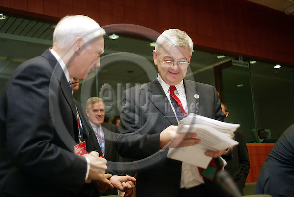 Belgium---Brussels---EU-Summit---italian presidency---Tour de Table/Round Table  16.10.2003.Philippe MAYSTADT President European Investment Bank and Joschka FISCHER, Foreign Minister , Germany;                 . .PHOTO:  / ANNA-MARIA ROMANELLI / EUP-IMAGES