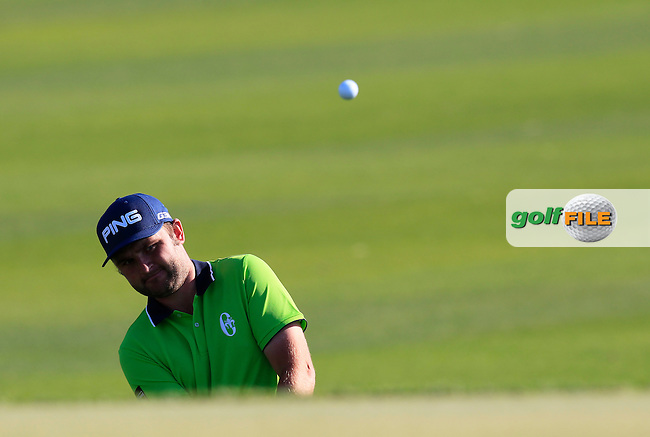 Andy SULLIVAN (ENG) chips onto the 10th green during Thursday's Round 2 of the 2015 Commercial Bank Qatar Masters held at Doha Golf Club, Doha, Qatar.: Picture Eoin Clarke, www.golffile.ie: 1/22/2015