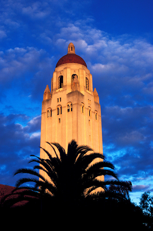 California: Hoover Tower at Stanford University..Photo copyright Lee Foster, 510/549-2202, lee@fostertravel.com, www.fostertravel.com..Photo #: cadayt104
