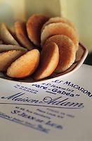 """Europe/France/Aquitaine/64/Pyrénées-Atlantiques/Saint-Jean-de-Luz: Les macarons [de la maison] """"Adam"""""""