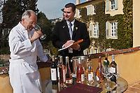 Europe/France/Provence-Alpes-Côte d'Azur/06/Alpes-Maritimes/Grasse: Jacques Chibois sélectionne ses vins avec son sommelier ,  La Bastide Saint-Antoine [Non destiné à un usage publicitaire - Not intended for an advertising use]