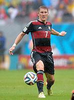 FUSSBALL WM 2014  VORRUNDE    GRUPPE G    in Recife USA - Deutschland                  26.06.2014 Bastian Schweinsteiger (Deutschland) am Ball