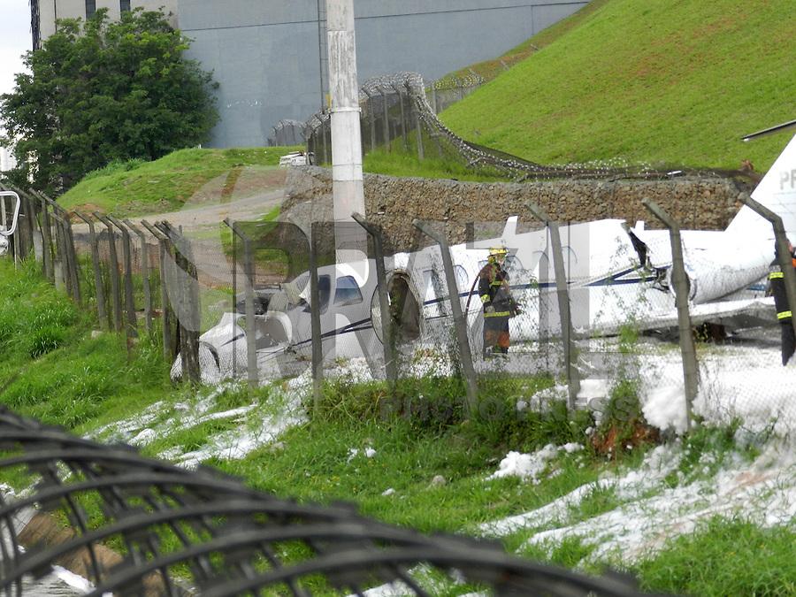 ATENÇÃO EDITOR: FOTO EMBARGADA PARA VEÍCULOS INTERNACIONAIS. – SAO PAULO - SP –  11 DE NOVEMBRO 2012. AERONAVE SAI DA PISTA DE CONGONHAS – SP  conforme informações 3 feridos socorridoos a hospitais da regiao. FOTO: MAURICIO CAMARGO / BRAZIL PHOTO PRESS.