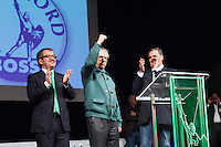 Varese: Roberto Maroni, Umberto Bossi e Roberto Calderoli durante la serata organizzata in un teatro di Varese