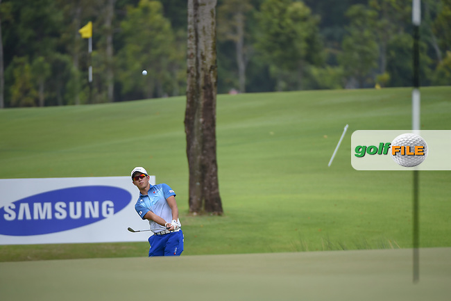 Keita NAKAJIMA (JPN) chips on to 16 during Rd 3 of the Asia-Pacific Amateur Championship, Sentosa Golf Club, Singapore. 10/6/2018.<br /> Picture: Golffile   Ken Murray<br /> <br /> <br /> All photo usage must carry mandatory copyright credit (© Golffile   Ken Murray)