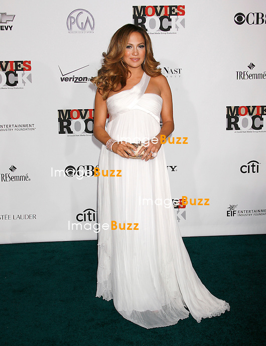 "JENNIFER LOPEZ ENCEINTE - "" MOVIES ROCK "" A CELEBRATION OF MUSIC IN FILM AT THE KODAK THEATER IN HOLLYWOOD..LOS ANGELES, DECEMBER 2, 2007...Pic : Jennifer Lopez ( pregnant )"