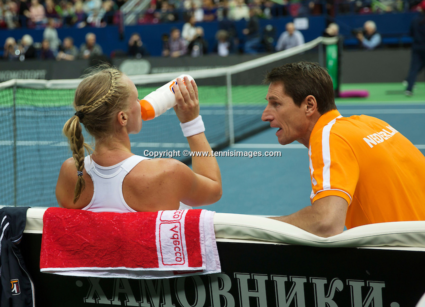 Moskou, Russia, Februari 7, 2016,  Fed Cup Russia-Netherlands, Kiki Bertens (NED) on the bench with captain Paul Haarhuis<br /> Photo: Tennisimages/Henk Koster