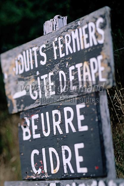Europe/France/Bretagne/29/Finistère/Riec-sur-Belon: Panneau indiquant la vente de produits fermiers (beurre, cidre)