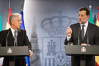 Prime minister Mariano Rajoy answer the question whereas Mario Monti listens attentively