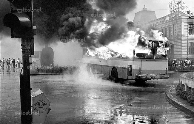 "ROMANIA, Crîngas, Bucharest, 13.06.1990.The pretext for the violent intervention of the miners (""mineriad"") : the bus in flames at the University..© Andrei Pandele / EST&OST"