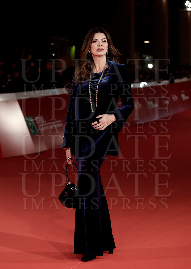 La conduttrice televisiva ed attrice italiana Alba Parietti posa sul red carpet di apertura della 12° edizione della Festa del Cinema di Roma, 26 ottobre 2017.<br /> Italian TV presenter and actress Alba Parietti poses on the 12th Rome Film Festival opening red carpet in Rome, October 26, 2017.<br /> UPDATE IMAGES PRESS/Isabella Bonotto