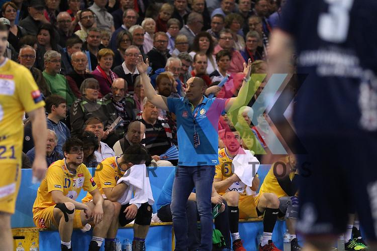 Flensburg, 23.04.16, Sport, Handball, VELUX EHF Champions League, Viertelfinale, SG Flensburg-Handewitt - KS Vive Tauron Kielce : Talant Dujszebajew (KS Vive Tauron Kielce, Trainer)<br /> <br /> <br /> Foto &copy; PIX-Sportfotos *** Foto ist honorarpflichtig! *** Auf Anfrage in hoeherer Qualitaet/Aufloesung. Belegexemplar erbeten. Veroeffentlichung ausschliesslich fuer journalistisch-publizistische Zwecke. For editorial use only.