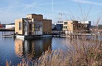Nederland - Amsterdam -  2019. Het Johan van Hasseltkanaal. De komende jaren ontstaat hier de drijvende woonwijk Schoonschip. De 30 waterkavels in het Johan van Hasseltkanaal in Buiksloterham bieden ruimte aan 46 huishoudens. De woonwijk Schoonschip wordt de duurzaamste drijvende wijk van Europa. Warmtepompen zorgen voor de verwarming  en er wordt zoveel mogelijk gebruik gemaakt van passieve zonnewarmte.  Foto Berlinda van Dam /  Hollandse Hoogte