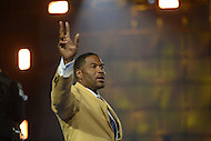 Canton, Ohio - August 1, 2014: Former Defensive End Michael Strahan waves to the audience after donning his gold jacket during the Pro Football Hall of Fame's class of 2014 enshrinement dinner in Canton, Ohio  August 1, 2014. Strahan had 22.5 sacks in a single season (2001) and lead the NFL in sacks in 2001 and 2003.  (Photo by Don Baxter/Media Images International)