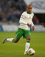 FUSSBALL   1. BUNDESLIGA   SAISON 2013/2014   12. SPIELTAG FC Schalke 04 - SV Werder Bremen                           09.11.2013 Theodor Gebre Selassie (SV Werder Bremen) am Ball