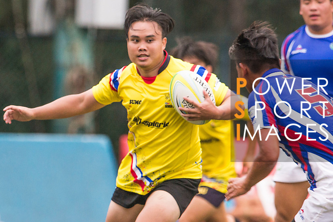 Rujipas Tumtamala (l) of Thailand battles for the ball against Po-wen Pan of Chinese Taipei during the match between Chinese Taipei and Thailand of the Asia Rugby U20 Sevens Series 2016 on 12 August 2016 at the King's Park, in Hong Kong, China. Photo by Marcio Machado / Power Sport Images