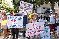 Protest gegen den geplanten Verkauf der Gebaeude der &quot;Gesellschaft fuer Arbeit und Soziales e.V.&quot; - Gefas - in Erkner. Die Gebaeude sind im Besitz der Deutschen Bahn AG und sollen verkauft werden. Hier sind u.a. die Tafel Erkner untergebracht.<br /> 20.7.2018, Erkner<br /> Copyright: Christian-Ditsch.de<br /> [Inhaltsveraendernde Manipulation des Fotos nur nach ausdruecklicher Genehmigung des Fotografen. Vereinbarungen ueber Abtretung von Persoenlichkeitsrechten/Model Release der abgebildeten Person/Personen liegen nicht vor. NO MODEL RELEASE! Nur fuer Redaktionelle Zwecke. Don't publish without copyright Christian-Ditsch.de, Veroeffentlichung nur mit Fotografennennung, sowie gegen Honorar, MwSt. und Beleg. Konto: I N G - D i B a, IBAN DE58500105175400192269, BIC INGDDEFFXXX, Kontakt: post@christian-ditsch.de<br /> Bei der Bearbeitung der Dateiinformationen darf die Urheberkennzeichnung in den EXIF- und  IPTC-Daten nicht entfernt werden, diese sind in digitalen Medien nach &sect;95c UrhG rechtlich geschuetzt. Der Urhebervermerk wird gemaess &sect;13 UrhG verlangt.]