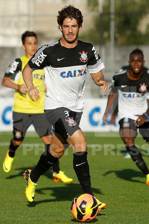 SAO PAULO, SP 18 JULHO 2013 - TREINO CORINTHIANS - O jogador Alexandre Pato do Corinthians, treinou na tarde de hoje, 18, no Ct. Dr. Joaquim Grava, na zona leste de São Paulo. FOTO: PAULO FISCHER/BRAZIL PHOTO PRESS
