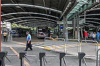 SÃO PAULO, SP, 05.11.2014 - PARALISAÇÃO MOTORISTAS E COBRADORES/ TERMINAL PINHEIROS - Motorista e cobradores realizam paralização da circulação dos ônibus no terminal Pinheiros, zona oeste de São Paulo, entre 10h e 12h, em protesto a violência que a categoria tem sofrido nos últimos meses. O ato acontece na manhã desta quarta-feira (5), em São Paulo.(Foto: Taba Benedicto/ Brazil Photo Press)