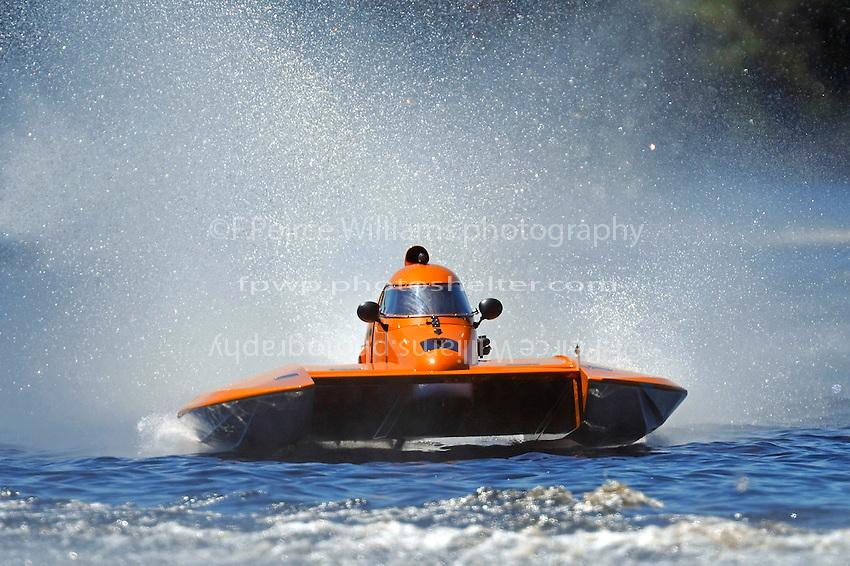 """Al Thompson, S-92 """"Tenacity""""   (2.5 Litre Stock hydroplane(s)"""