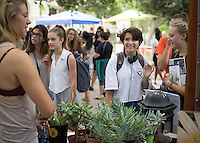 Occidental College students browse the tables at the annual Involvement Fair in the Academic Quad, Sept. 10, 2015.<br /> <br /> (Photo by César Martinez '17, Student freelance)