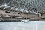 Stockholm 2014-01-10 Bandy Elitserien Hammarby IF - Sandvikens AIK :  <br /> Vy &ouml;ver bandyplanen i Tele2 Arena en timme efter matchen n&auml;r ismaskinen &auml;r ute p&aring; isen<br /> (Foto: Kenta J&ouml;nsson) Nyckelord:  inomhus interi&ouml;r interior tak is ismaskin spolning spola