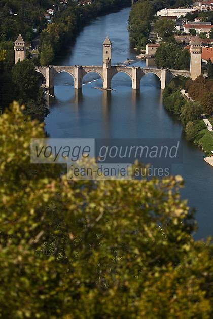 Europe/France/Midi-Pyrénées/46/Lot/Cahors:  la vallée du Lot et le Pont Valentré