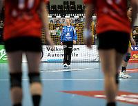 Handball Frauen / Damen  / women 1. Bundesliga - DHB - HC Leipzig : Frankfurter HC - im Bild: HCL Torfrau / Keeperin / Torhüterin Katja Schülke (Schuelke) einsam vor ihrem Kasten . Porträt . Foto: Norman Rembarz .