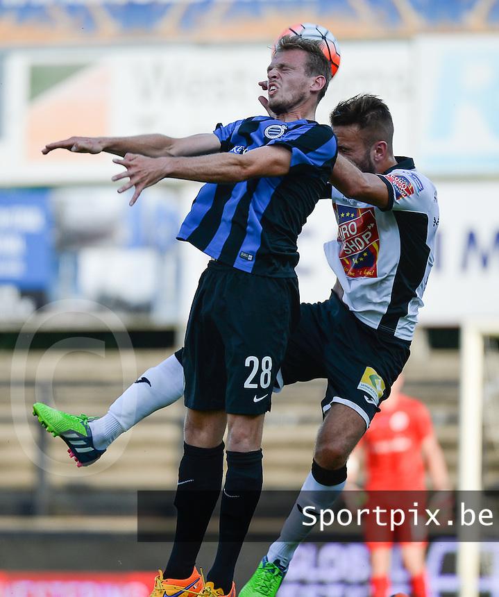KSV Roeselare - Club Brugge KV : kopduel tussen Laurens De Bock (links) en Christophe Martin Suarez (r)<br /> foto VDB / BART VANDENBROUCKE