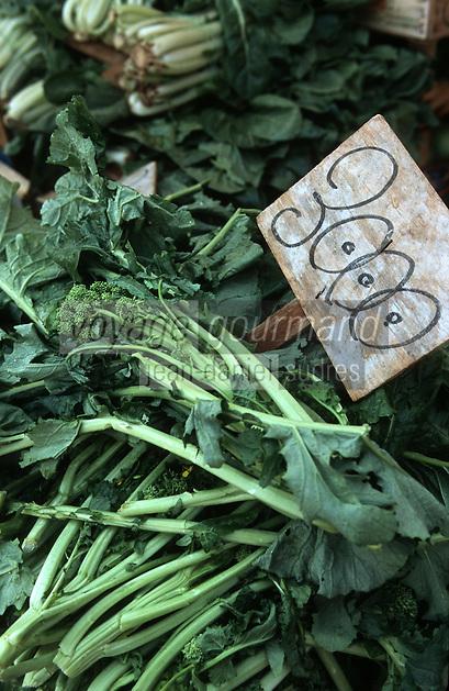 Europe/Italie/La Pouille/Polignano A Mare: Sur le marché, jeunes pousses de fleurs de navets