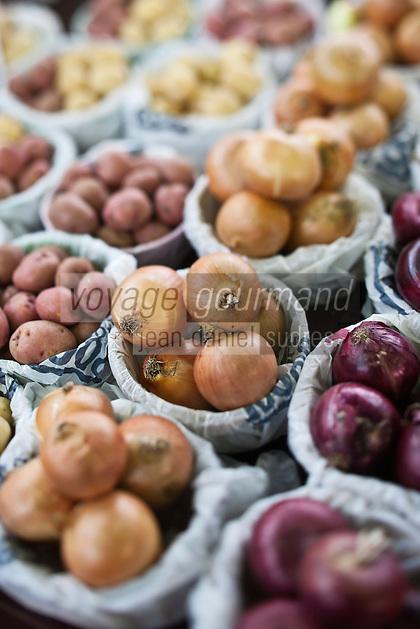 Amérique/Amérique du Nord/Canada/Québec/Montréal: Etal de légumes anciens au Marché Jean Talon