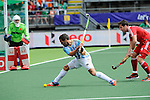The Hague, Netherlands, June 15: Agustin Mazzilli #26 of Argentina tries to score during the field hockey bronze match (Men) between Argentina and England on June 15, 2014 during the World Cup 2014 at Kyocera Stadium in The Hague, Netherlands. Final score 2-0 (0-0)  (Photo by Dirk Markgraf / www.265-images.com) *** Local caption *** George Pinner #1 of England, Agustin Mazzilli #26 of Argentina, Iain Lewers #24 of England