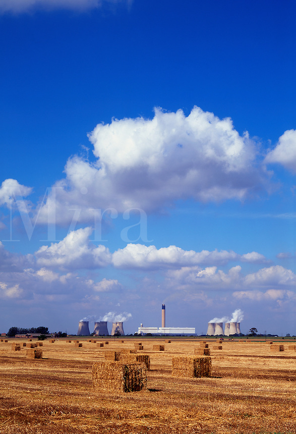 Coal fired power station, Drax, Yorkshire, England.  Europe's largest coal fired power station..