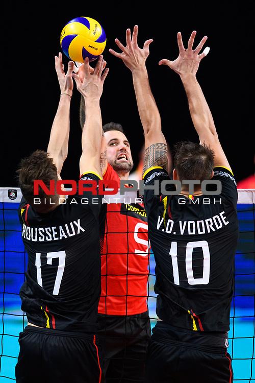 14.09.2019, Paleis 12, BrŸssel / Bruessel<br />Volleyball, Europameisterschaft, Deutschland (GER) vs. Belgien (BEL)<br /><br />Angriff Georg Grozer (#9 GER) - Block / Doppelblock Tomas Rousseaux (#17 BEL), Simon van de Voorde (#10 BEL)<br /><br />  Foto © nordphoto / Kurth