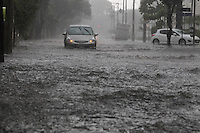 With the heavy rain that fell in the city of São Paulo in the afternoon of Saturday, several streets and avenues were flooded on the east of the capital, in the photo to the neighborhood street Taquari Mooca.PHOTO LUIZ GUARNIERI BRAZIL PHOTO PRESS