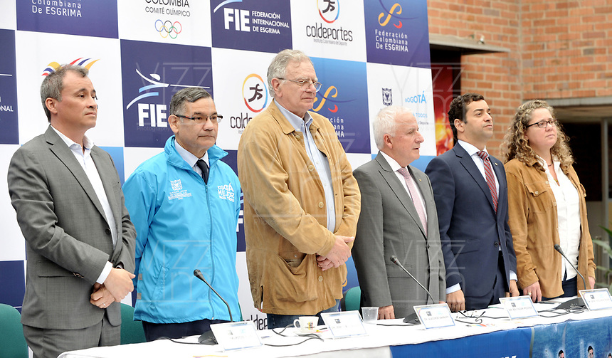 BOGOTA – COLOMBIA – 17 – 05 – 2017: Baltazar Medina (Cent.); Presidente del Comité Olimpico Colombiano (COC), Mauricio Rivas (Izq.), Vicepresidente Federacion Colombiana de Esgrima; Jose Joaquin Sanz (2 Izq.), Sub Director Tecnico de Recreacion y Deporte del IDRD; Vladimir Iwanoff (3 Izq.), Presidente Federacion Colombiana de Esgrima, Afranio Restrepo (2 Der.) Subdirector General Coldeportes y mariana Vila (Der.) Vicepresidenta Federacion Colombiana de Esgrima; durante presentación del Grand Prix de Esgrima Bogota 2017. Cerca de 400 deportistas del mundo estarán participando en la parada prevista del 26 al 28 de mayo del presente año, en la capital de la republica, que otorgan puntos para el ranking mundial, cerca 250 hombres y 150 mujeres de 50 paises, entre los que se pueden contar a Corea, Francia, Rusia, Hungria y Estados Unidos. / Baltazar Medina (C); President of the Colombian Olympic Committee (COC), Mauricio Rivas (I), Vice President Federación Colombiana de Esgrima; Jose Joaquin Sanz (2 I), Technical Sub Director of Recreation and Sports of IDRD; Vladimir Iwanoff (3 I), President Federación Colombiana de Esgrima, Afranio Restrepo (2 R) Deputy Director General Coldeportes and Mariana Vila (R) Vice President Colombian Federation of Fencing; during the presentation of the Grand Prix of Fencing Bogota 2017. About 400 athletes of the world will be participating in the planned stop from May 26 to 28 of this year, in the capital of the republic, which award points for the world ranking, about 250 men and 150 women from 50 countries, including Korea, France, Russia, Hungary and the United States. / Photo: VizzorImage / Luis Ramirez / Staff.