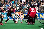 BLOEMENDAAL   - Hockey - Florian Fuchs (Bldaal) stuit op Jan de Wijkerslooth. links Caspar van Dijk (A'dam)  .  3e en beslissende  wedstrijd halve finale Play Offs heren. Bloemendaal-Amsterdam (0-3). Amsterdam plaats zich voor de finale.  COPYRIGHT KOEN SUYK
