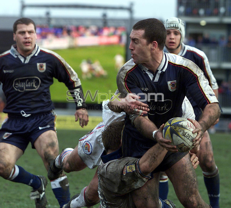 Pix, Shaun Flannery/SWpix. Rugby League Silk Cut Challenge Cup Quarter Finals..Wakefield Wildcats v Bradford Bulls, 11/3/2001..COPYRIGHT PICTURE>>SIMON WILKINSON>>01943 - 436649>>..The Wildcats tackle is caught on the 'big screen' as Bradford's Shane Rigon looks to hand the ball off.