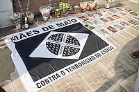 OSASCO,SP,16.08.2015 - PROTESTO-SP - Moradores do Jardim Munhoz Junior fazem protesto pedindo paz, neste domingo, 16. O ato é em repúdio a chacina ocorrina no bairro na quinta-feira, 13. (Foto: Douglas Pingituro / Brazil Photo Press)