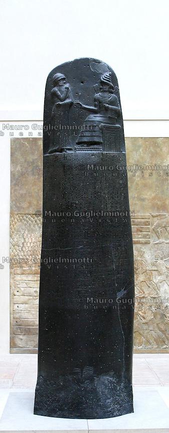 Francia - Parigi - museo del  Louvre - codice di Hammourabi prima metà del XVII sec aC stele in basalto